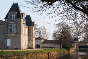 visites-guidees-des-exterieurs-du-chateau-dissan-de-cantenac